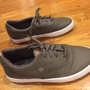 Sperry Kids leather lace up sneaker Boys size 1M